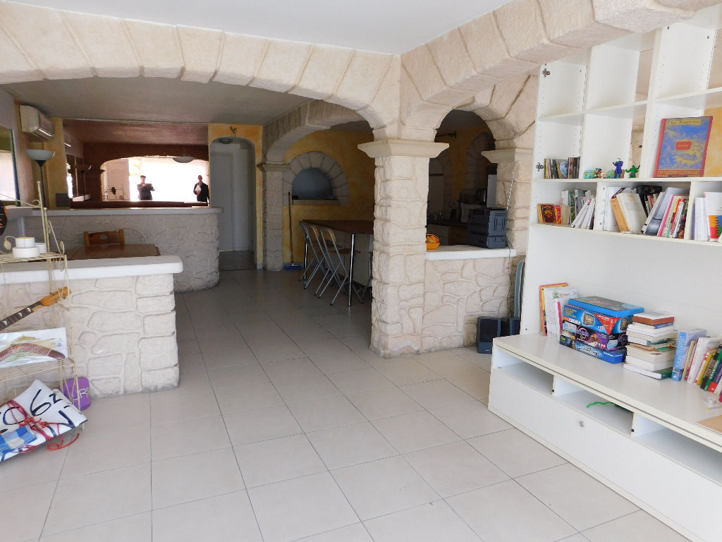 villa-2-apparts-et-1-local-commercial-34110